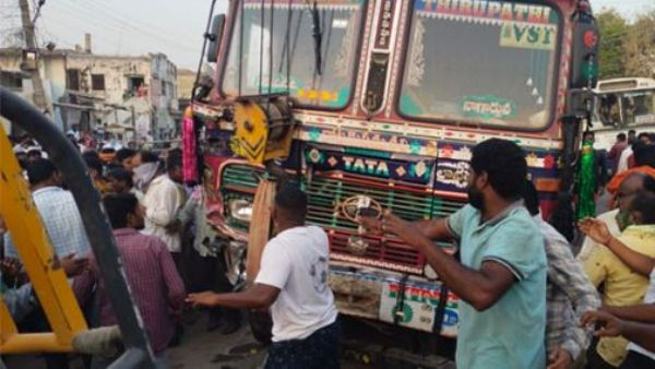 Road accident in Nalgonda district: four killed