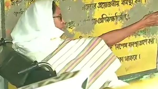 Mamata speaks to Governor from a polling booth in Nandigram, accuses forces of stopping voters