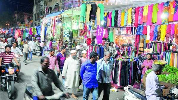 Hyderabadలో రంజాన్ షాపింగ్: కరోనా నిబంధనలు గాలికి -కోవిడ్ కమ్మేసే ఛాన్స్..బాబోయ్..!