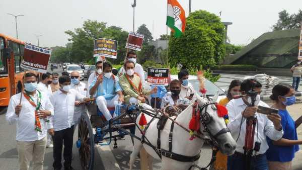 Petrol Price: మొహమాటాల్లేవ్: అటు కాంగ్రెస్ ధర్నా..ఇటు పెట్రో రేట్లు మళ్లీ పెంపు