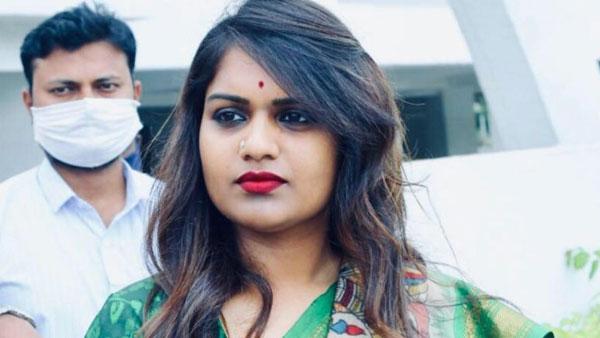 కాంగ్రెస్లోకి కత్తి కార్తీక: మధుయాష్కీతో భేటీ.. రేవంత్ సమక్షంలో