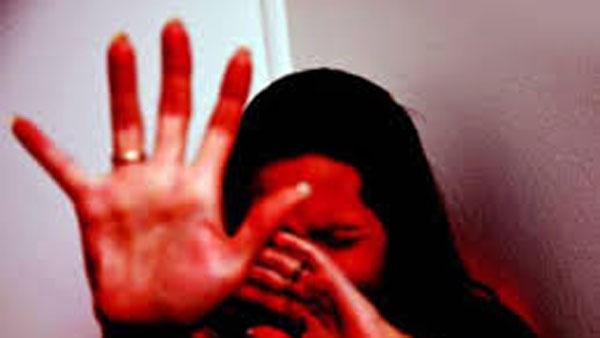దారుణం : టీనేజ్ యువతిపై 8 మంది గ్యాంగ్ రేప్-తల్లిదండ్రుల ముందే-ఆ ఘటనకు ప్రతీకారంగా
