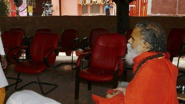 మహారాజ్ కేసు: ఆనంద్ గిరి అరెస్ట్.. మరో ఇద్దరు కూడా