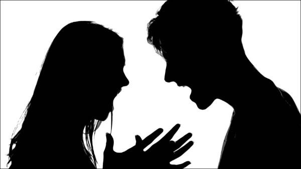 Wife: కాపురం చెయ్యమంటే నా భర్త డబ్బులు అడుగుతున్నాడు, పడక సుఖం లేదని కేసు పెట్టిన భార్య !