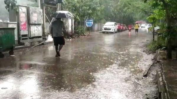 AP weather: ఏపీలో మరో మూడు రోజులపాటు వర్షాలు, రుతుపవనాల తిరోగమనం ఎఫెక్ట్