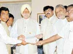Buta Singh Assures Dp Leaders