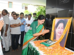 Sasikala Breaks Down As She Accepts Aiadmk Resolution Be General Secretary