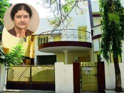 Jaya S House Hyd Now Sasikala S Name Slapped With Rs 35 424 Tax