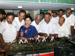 Nirmala Periyasamy Has Joined Team Ops Has Blasted Sasikala