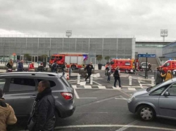 Orly Airport Man Killed After Taking Soldier S Gun
