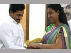 Vangalapudi Anitha Says Ys Jagan Is Destroying Roja Political Life