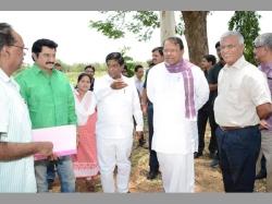 Govt Ropes Actor Suman Play Raithe Raju Film On Kcr S Bonanza
