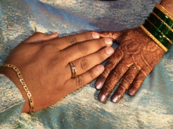 Bridegroom Flees From Marriage Hall