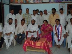 Bjp Leader Purandeswari Met Tdp Mla R Krishnaiah