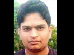 Pune Software Engineer Lies Bleeding Onlookers Click Pictures