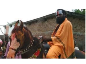 గుర్రం బాబా అరెస్టయ్యాడు: రూ.57 లక్షల కోయదొరలు దొరికారు