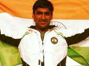 ప్రపంచ షూటింగ్: బంగారు పతకాన్ని సాధించిన భారత షూటర్