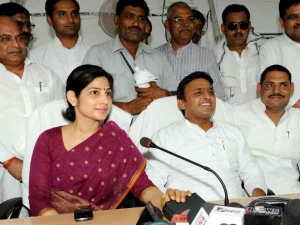 Dimple Yadav Stood Like Rock Behind Her Husband