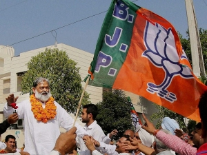 Haryana Minister Withdrawing His Commetnts Over Gandhi