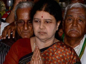 Astrologers Suggest Sasikala On Cm Post