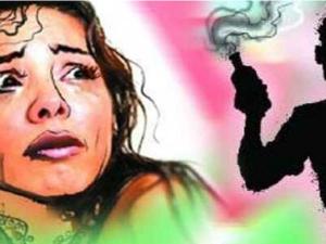 Up Women Cops Suspended After Selfies Hospital Room Acid Att