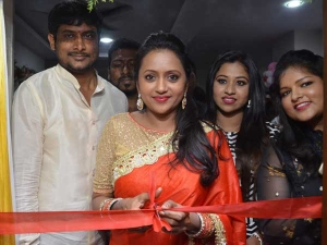 Anchor Suma Inaugurated Make Over Studio Saloon Kukatpally
