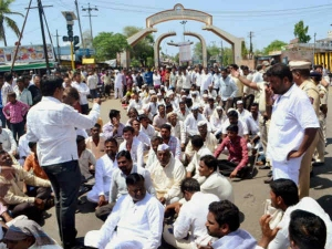 Maharashtra Farmers Protest Violence Erupts Vehicles Set On