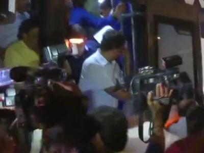 బెంగళూరు నుంచి కేరళకు!: ఎమ్మెల్యేలను తరలిస్తున్న కాంగ్రెస్