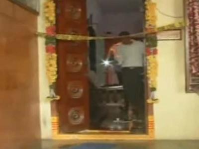 బెజవాడలో ఘోరం: దొంగతనంకు వచ్చి గొంతుకోశారు